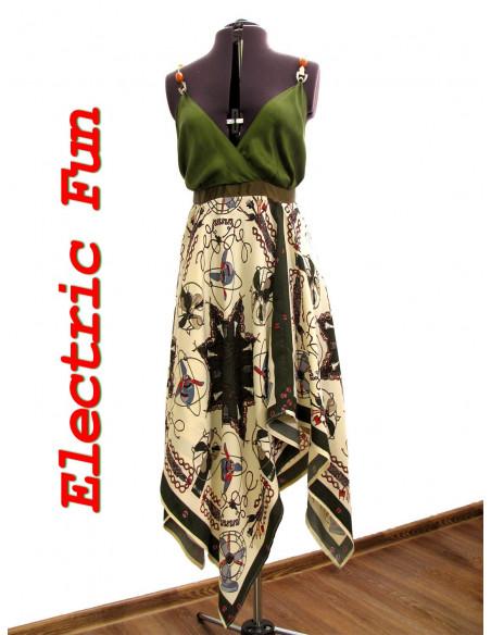 Rochie de vara vaporoasa, verde cu imprimeu retro, rochie decoltata cu fusta larga , in colturi si spate gol