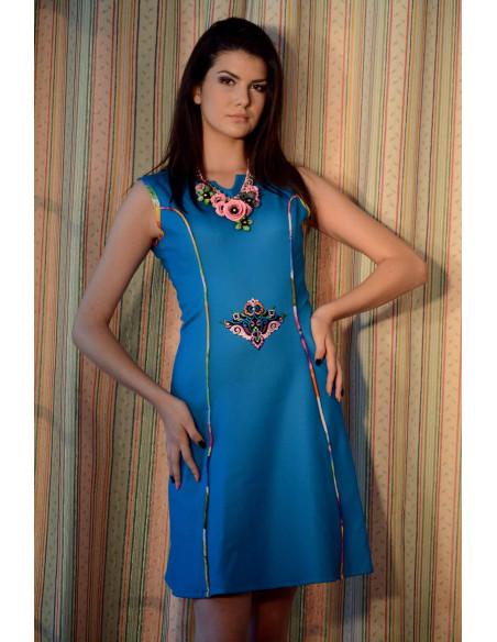 Rochie scurta albastra, cu broderie multicolora