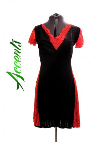 Rochita scurta din material elastic negru si dantela rosie, cu decolteu adanc si fusta larga