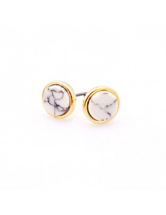 Cercei aurii minimal. model cu pietre rotunde albe