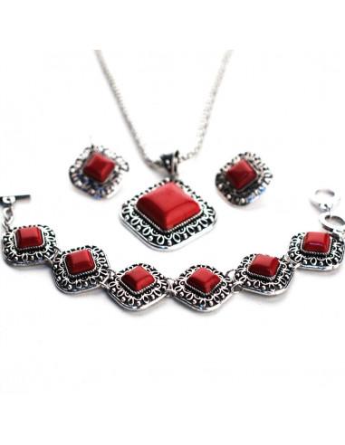 Set argintiu patinat, cu medalioane romboidale si pietre rosii