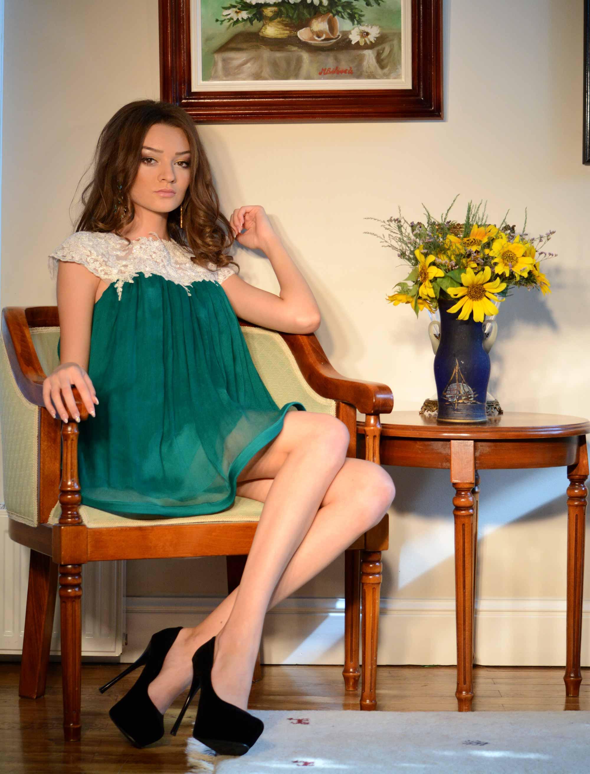 Rochie verde din matase naturala, cu dantela Chantilly