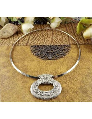 Colier tip cerc, cu medalion filigranat indian oval