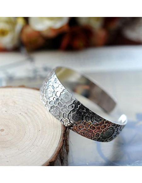 Bratara vintage metalica argintie lata, model fagure cu flori