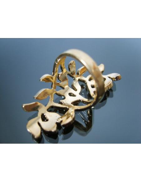 Inel auriu elegant, format din ramuri cu cristale mici albe