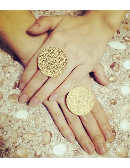 Inel auriu model disc mare cu gropite