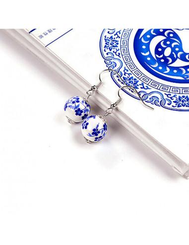 Cercei boho chic, margele din ceramica pictate cu flori albastre