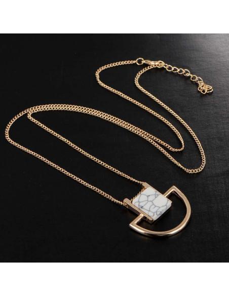 Colier minimal elegant, medalion geometric cu piatra alba patrata