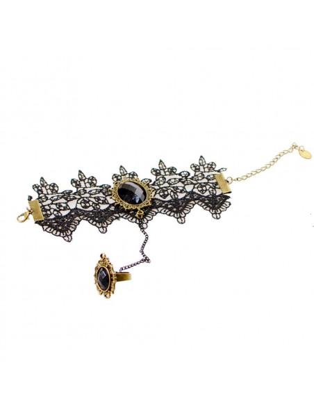 Bratara cu inel, din dantela neaga cu medalion oval cu cristal negru