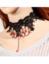 Colier choker din dantela neagra, cu margele rosii si lantisoare