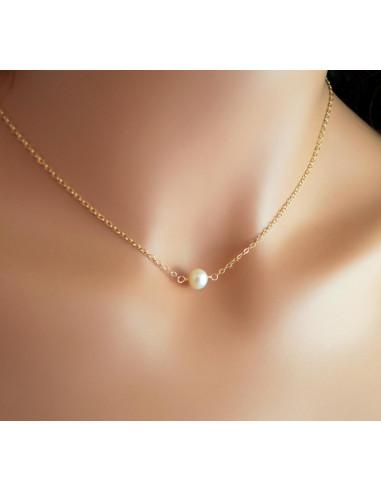 Lantisor minimal la baza gatului, cu perla in centru, auriu
