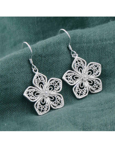 pantofi autentici prețuri grozave design de calitate Cercei placati cu argint, flori filigranate cu cinci petale ...