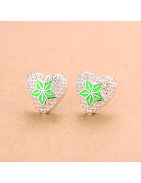 Cercei placati cu argint, inimioare cu floare din email verde