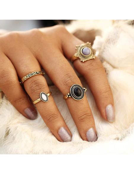 Set 4 inele vintage, model in relief, cu pietre negre, gri si albe