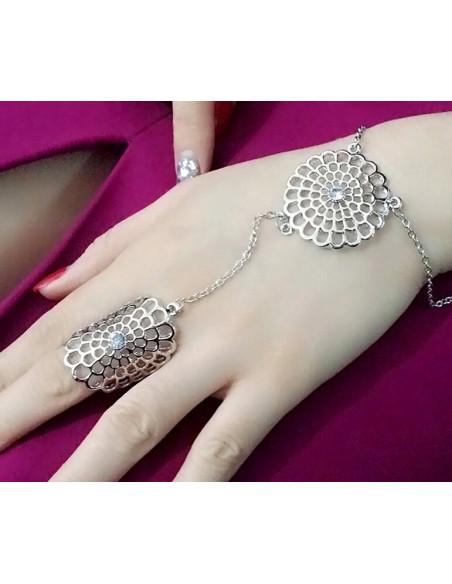 Bratara arabeasca cu inel si doua flori mari decupate, cu cristale