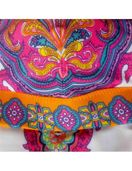 Costum de baie doua piese alb cu imprimeu multicolor si inele aurii