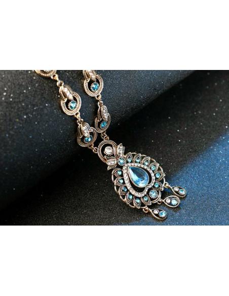 Colier vintage cu cristale turcoaz, medalion candelabru cu frunzulite