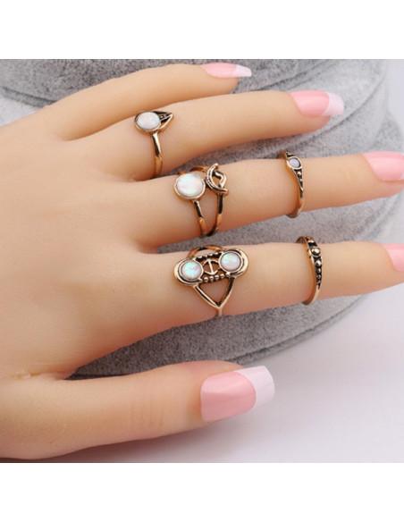 Set 6 inele boho aurii, cu pietre opalescente si simboluri Moon Goddess