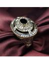 Inel vintage masiv, model oval cu cristale concentrice si piatra neagra