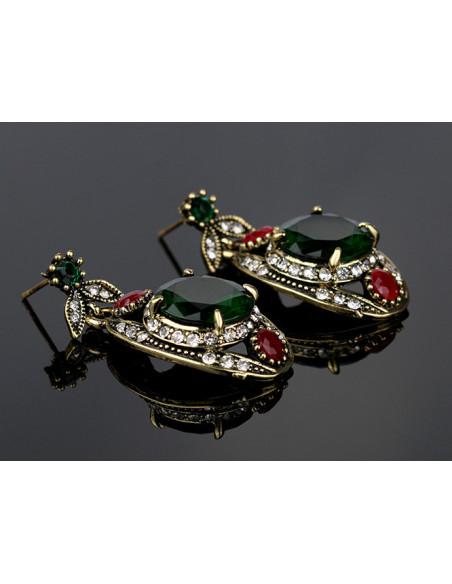 Set vintage, medalioane ovale cu frunze si cristale verzi, rosii si albe