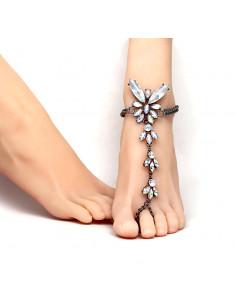 Bratara de picior cu inel, neagra cu fluture din cristale albe