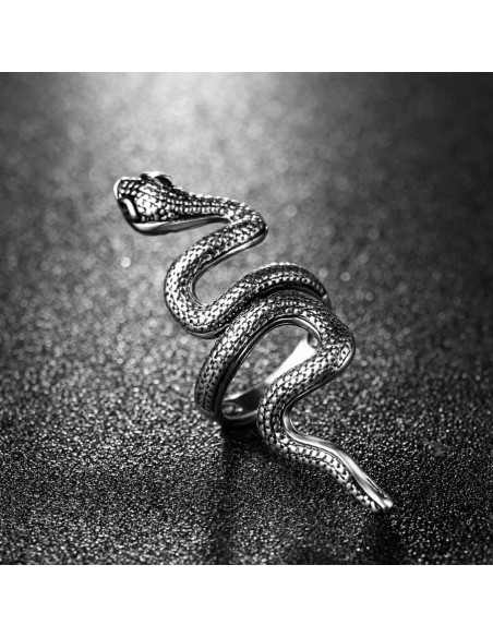 Inel argintiu model cu sarpe ondulat pe lungimea degetului