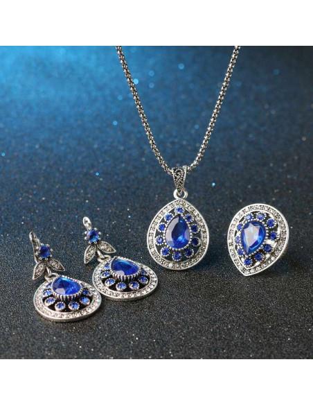 Inel vintage model cu cristal lacrima albastra si bordura de cristale albe
