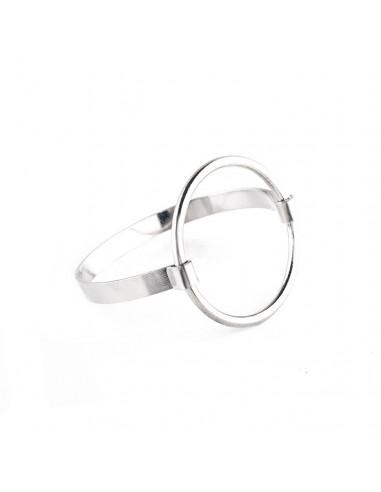 Bratara minimal cu cerc mare subtire prins de o banda lata tip cuff
