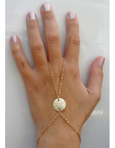Bratara arabeasca cu inel larg din lantisor si medalion antic in centru