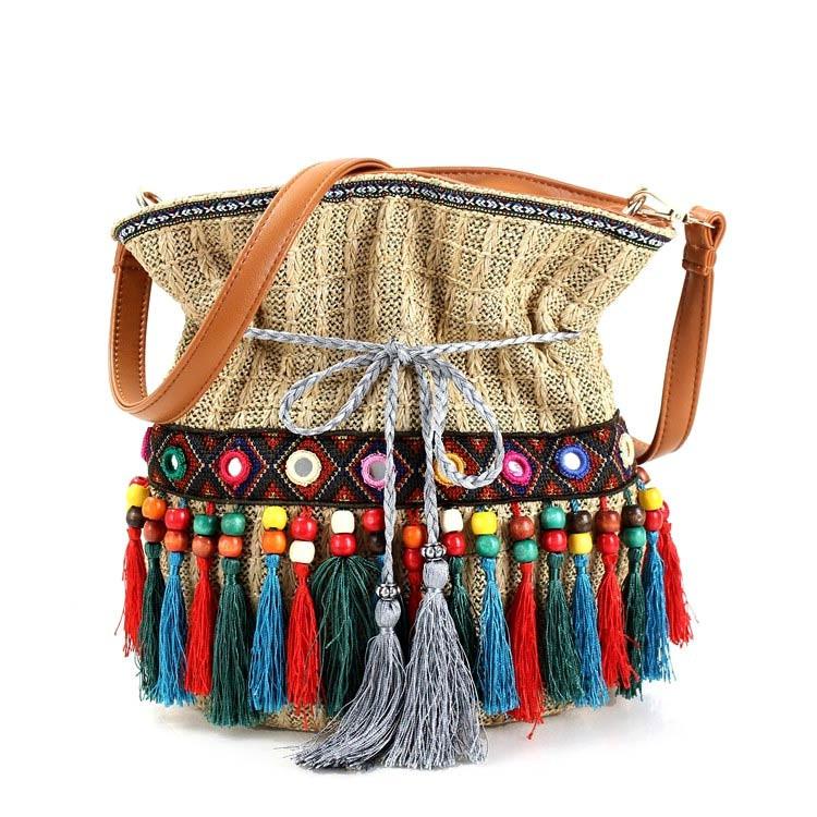 Geanta etnica tip saculet, din material tesut, canafi si margele