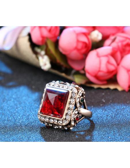Inel statement vintage, cristal rosu patrat si bordura impletita