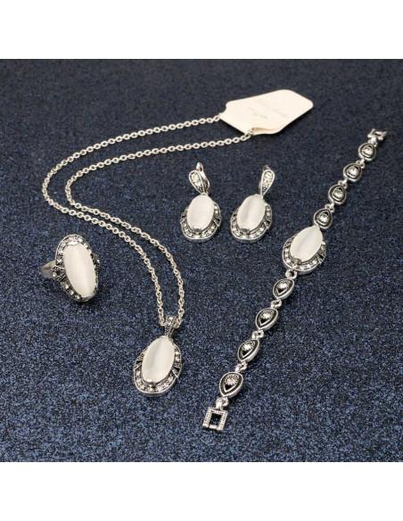 Set colier si cercei vintage cu cristal alb mat lung pe deget si rama cu cristale