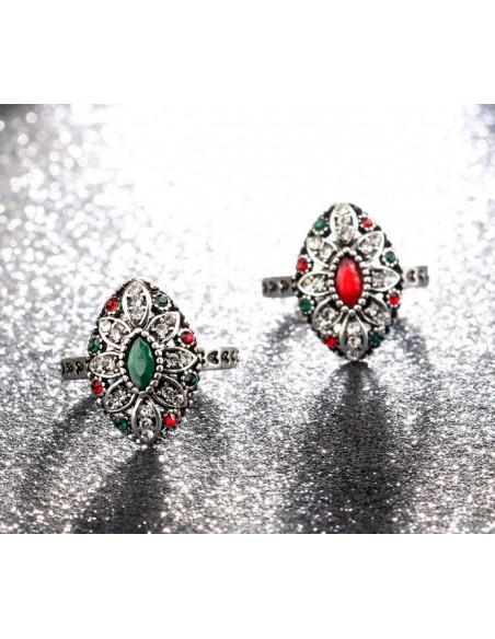 Inel vintage elegant, oval ascutit cu cristale colorate si inimioare