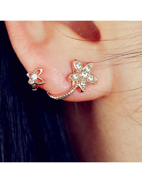 Cercei eleganti, arcuiti dupa lobul urechii, floricele cu cristale