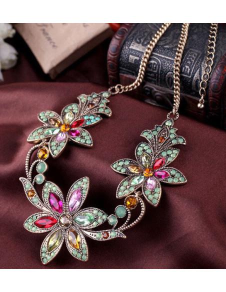 Colier elegant cu flori mari si cristale