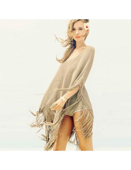 Poncho crem tricotat, subtire, cu franjuri lungi