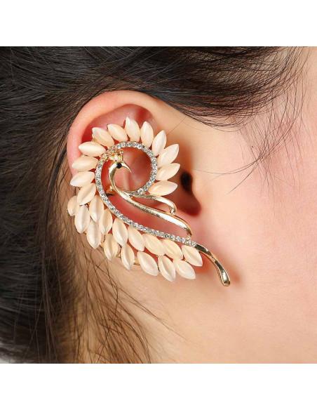Cercel ear cuff statement, paun cu cristale mate arcuit pe ureche
