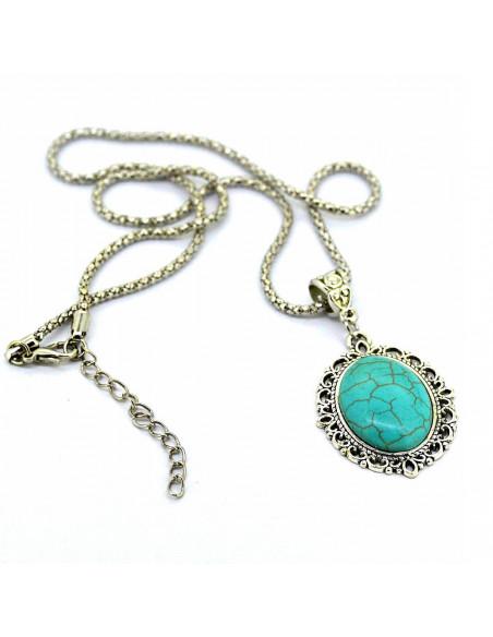 Colier argintiu de inspiratie etnica, cu medalion oval turcoaz