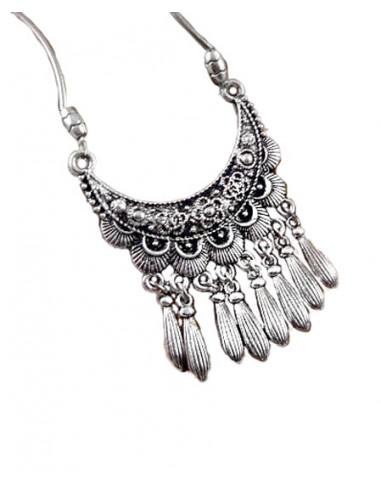 Lant argintiu cu medalion indian semicircular, cu picaturi metalice