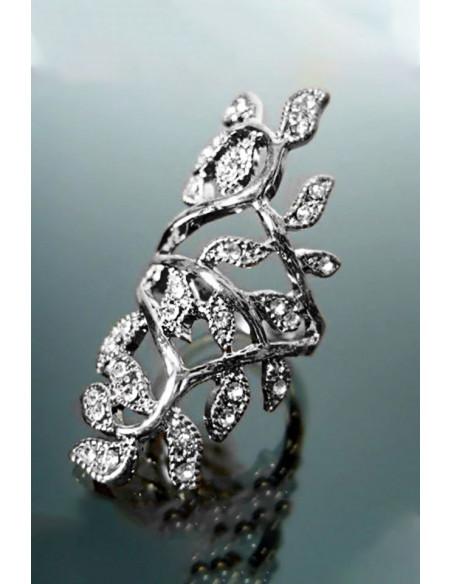 Inel elegant, format din ramuri cu cristale mici albe