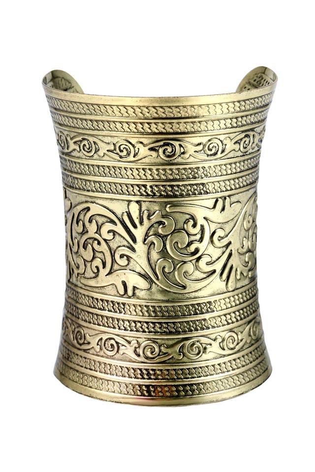 Bratara foarte lata, de inspiratie romana, cu model floral in relief