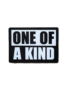 Pin One of a kind, din plastic, alb cu negru, stil hipster