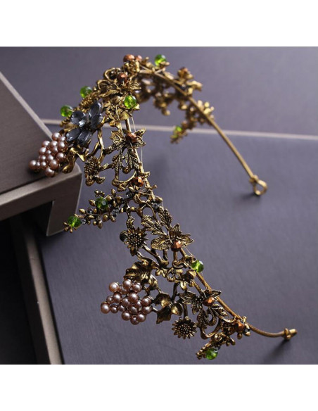 Tiara eleganta Queen Titania, cu flori din cristale, struguri din perle si frunze