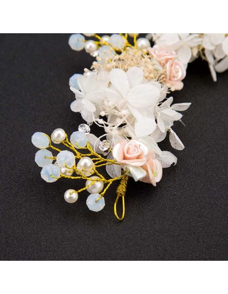 Coronita de flori Blushing Bride, model delicat cu flori, frunzulite, perle si margelute