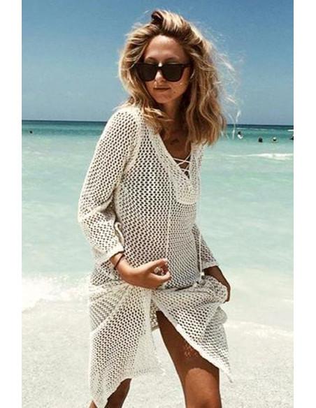 Bluza tricotata de plaja, decolteu triunghiular cu snurulete si slituri pe laterale