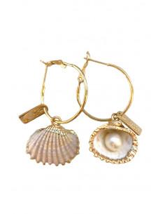 Cercei eleganti hula hoops cu scoici si perle, pictati manual cu auriu