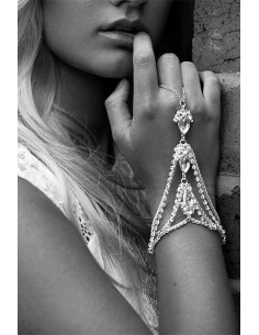 Bratara cu inel eleganta, medalioane cu cristale picatura si lantisoare
