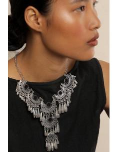 Colier etnic cu cristale, margele turcoaz si picaturi metalice