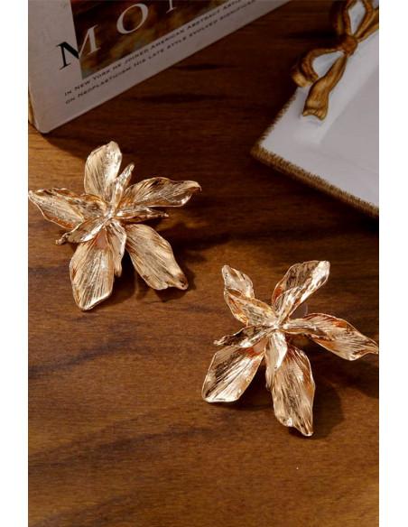 Cercei statement metalici, flori mari duble, cu petale incretite