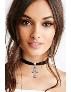 Colier choker din catifea neagra, cu medalion cruce egipteana